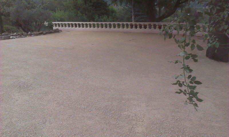 Aménagement d'une cour en graviers à Toulaud (07)